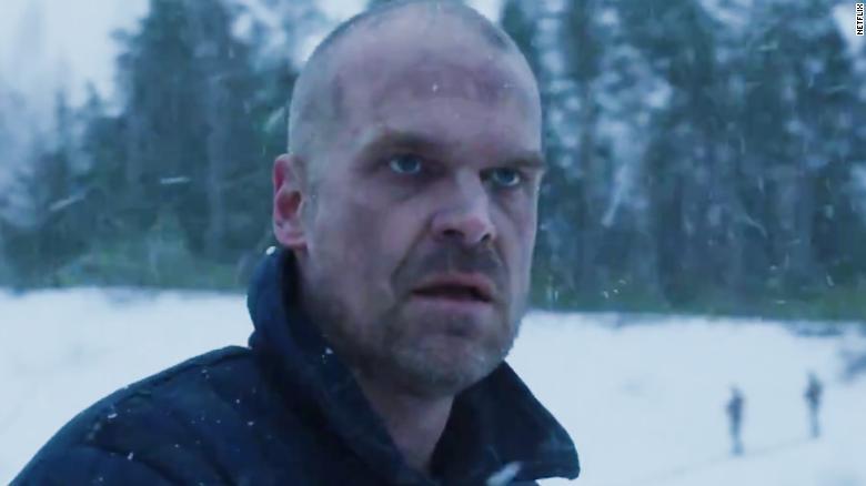 Stranger Things Hopper tornerà nella quarta stagione
