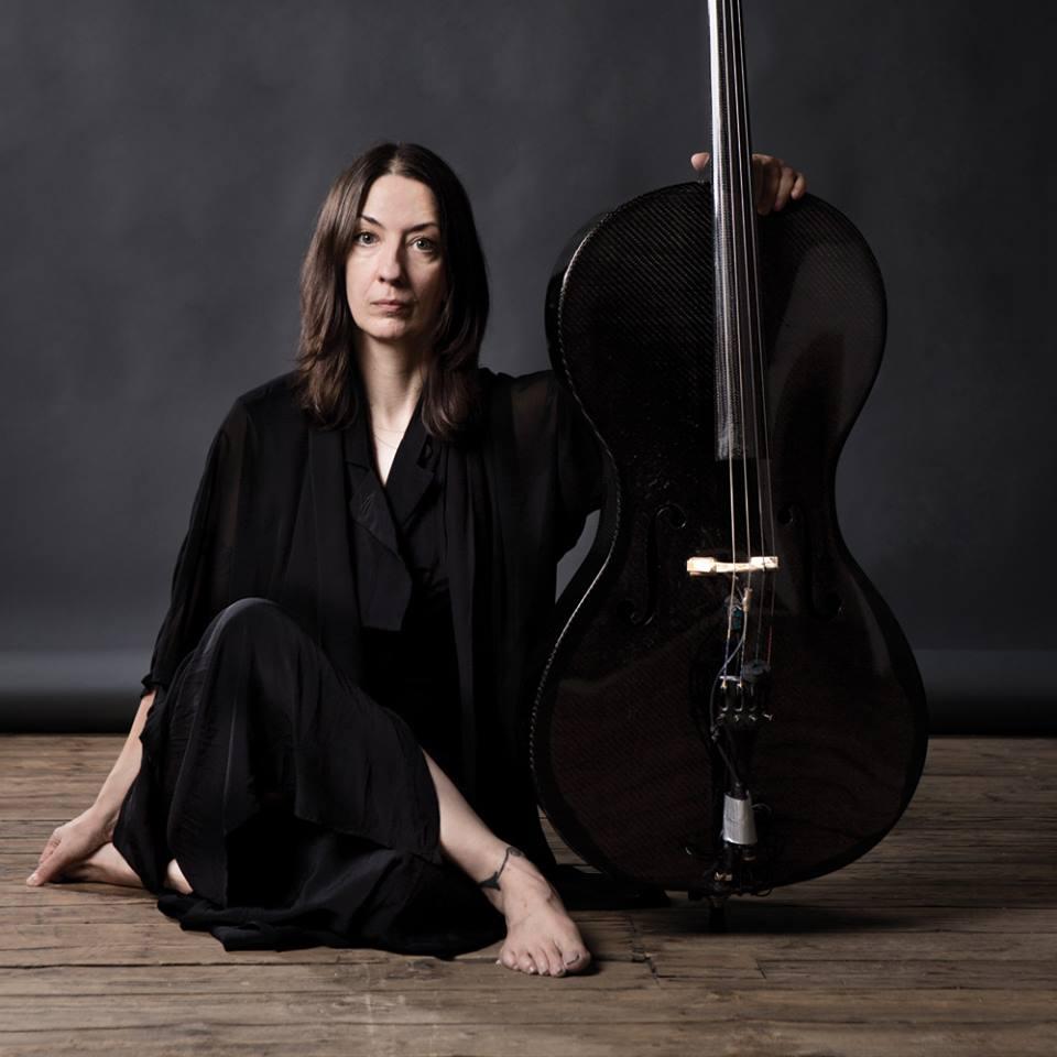 JULIA KENT compositrice violoncellista canadese per SCENE