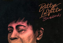 la cover di Blackbirds di Bettye LaVette
