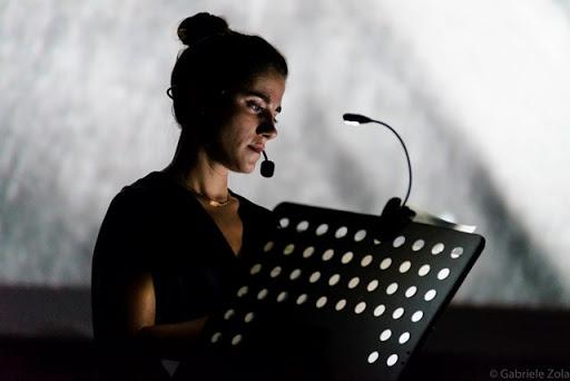 """ELEONORA GIOVANARDI INTERPRETA """"LA PASSIONE DI GIOVANNA D'ARCO""""- ARTICOLO DI LOREDANA CARENA"""