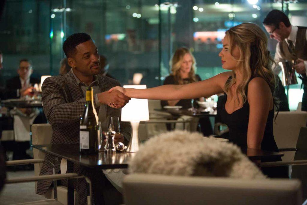 Scena di apertura del film Focus con Will Smith e Margot Robbie al tavolo del ristorante