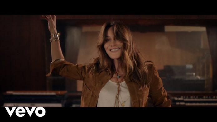 Quelche Chose, il nuovo singolo di Carla Bruni