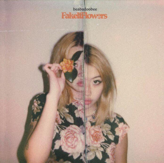 Copertina di Fake It Flowers primo album di Beabadoobee