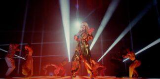Kylie Minogue sulpalco, anni dopo la morte di Prince