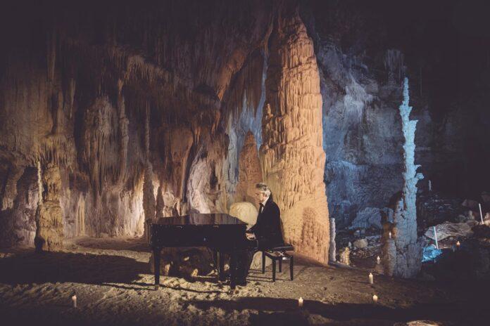Bocelli incanta dalle Grotte di Frasassi
