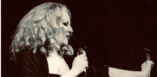 Mina, cantante (rielaborazione fotografica di Loredana Carena) articolo di Loredana Carena