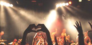 Concerti: Offspring e Francesca Michelin rinviano ancora le date