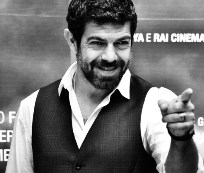 Favino Pierfrancesco propone di insegnare cinema e teatro nelle scuole italiane (articolo di Loredana Carena #loredanacarena @artecarenalo)